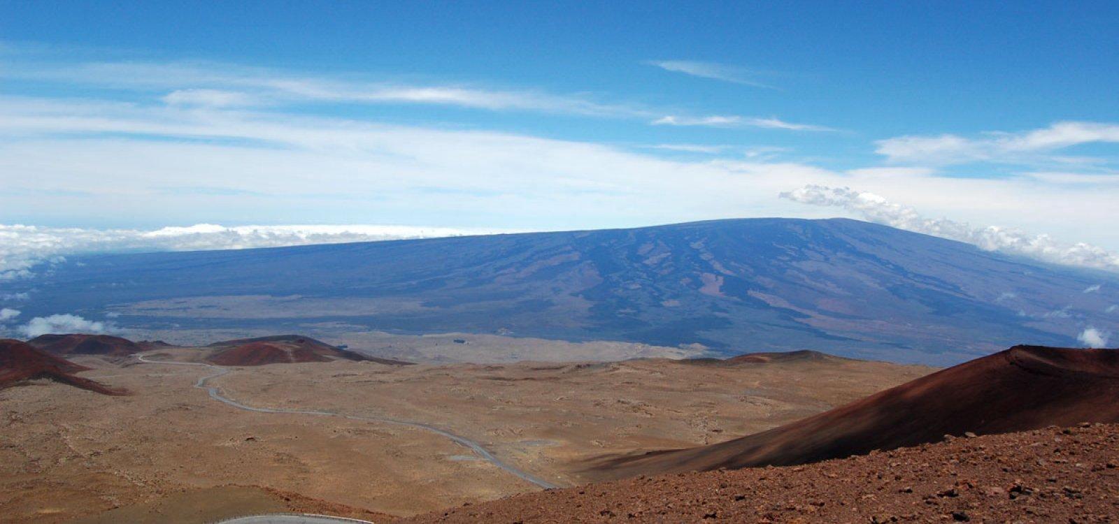 mauna loa Mauna loa is a single mountain on the island of hawaii the island of hawaii is actually an island made up of five volcanoes which.