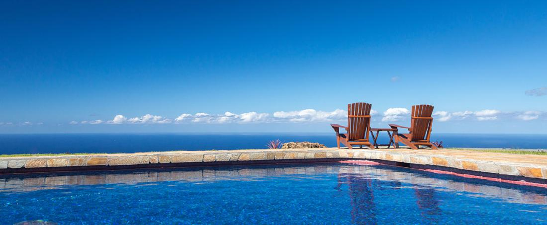 The beautiful pool at Holualoa Inn looks out high above the Pacific Ocean